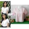 เสื้อผ้าแฟชั่นสวยๆ เสื้อทำงาน สีชมพูอ่อน ผ้าฮานาโกะ คอวี กุ้นขอบสีขาวตัดกัน แบบสวย ดีไซน์เก๋ๆ สินค้าคุณภาพดี