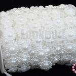 มุกพลาสติกเส้นยาว ดอกไม้ใหญ่ สีขาว 17X90ซม.