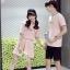 เสื้อคู่รัก แฟชั่นคู่รัก ชายเสื้อยืดคอกลม + เสื้อยืดคอกกลม สีชมพู แต่งลาย พร้อมกระโปรงสีชมพู +พร้อมส่ง thumbnail 2