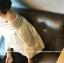 เสื้อแฟชั่นเกาหลี แต่งคอเสื้อทรงปาด โชว์ไหล่ เก๋ ๆ สีขาว ตัวเสื้อทรงปล่อย thumbnail 5